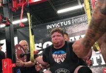 Brody Davis squats 900 pounds